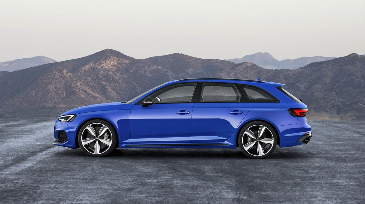 Audi RS4 Avant фото сбоку