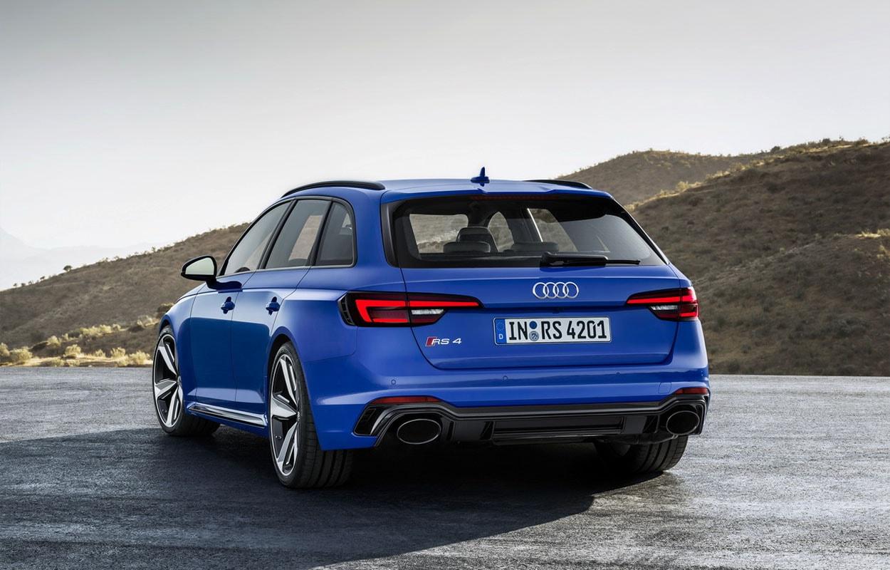 Audi RS4 Avant фото сзади
