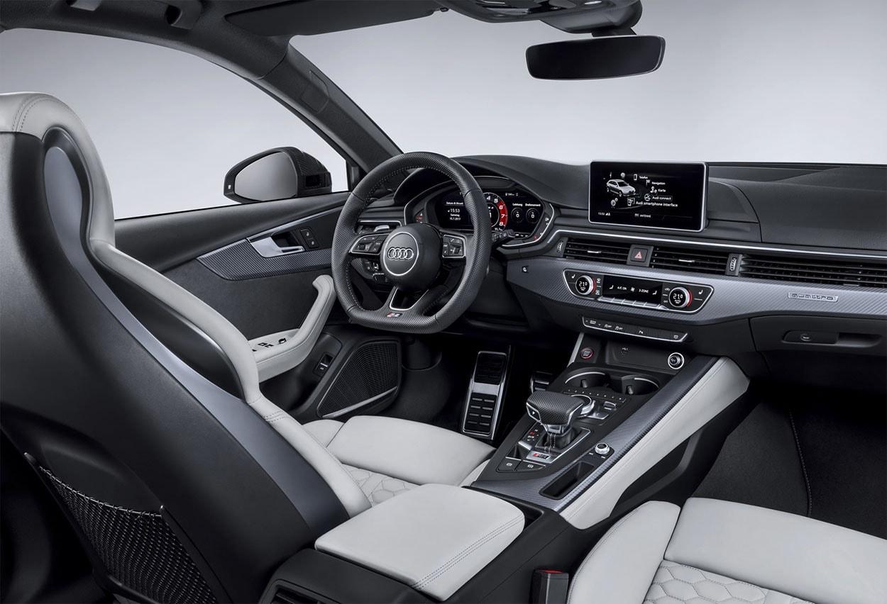 Audi RS4 Avant передние сидения