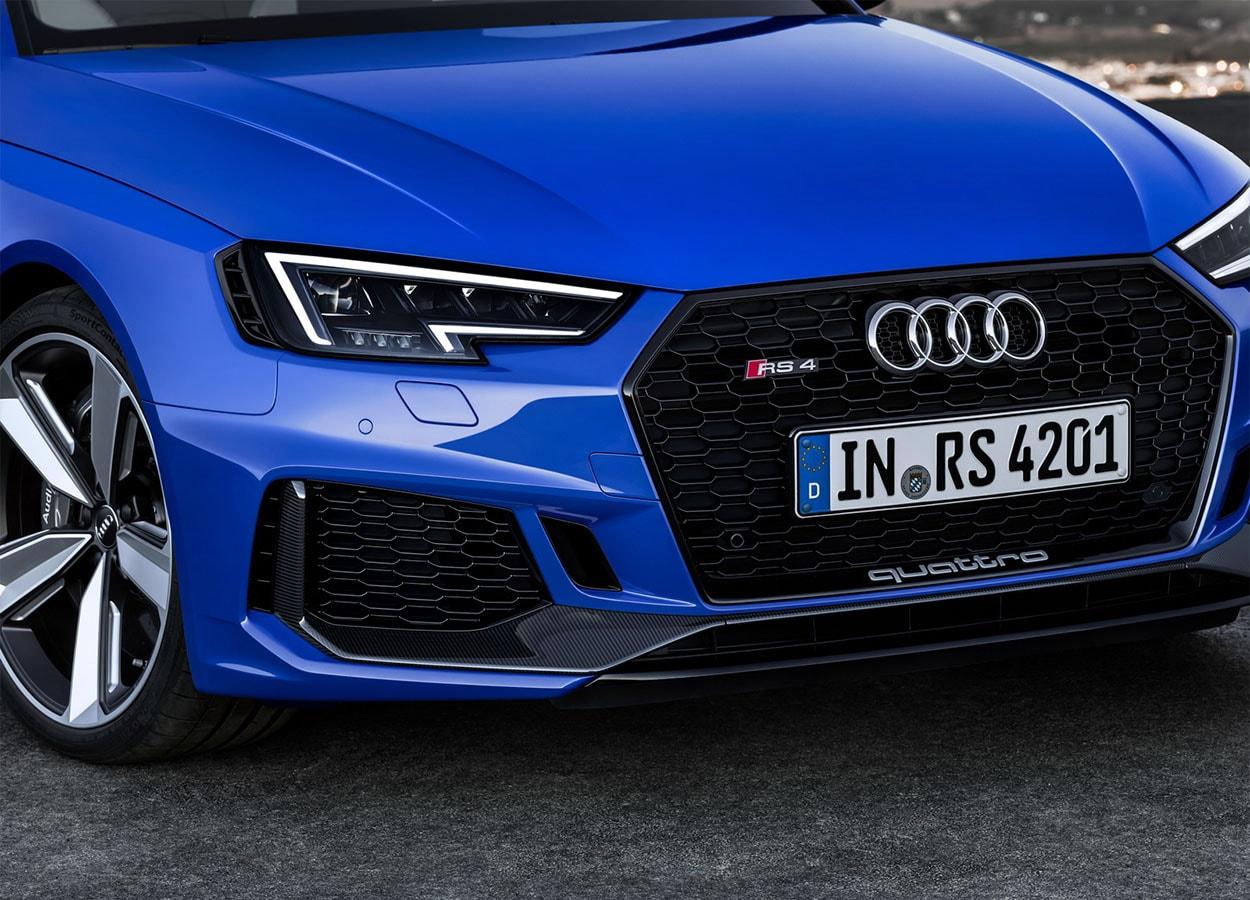 Audi RS4 Avant передний бампер