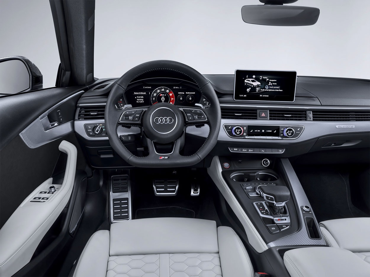 Audi RS4 Avant салон