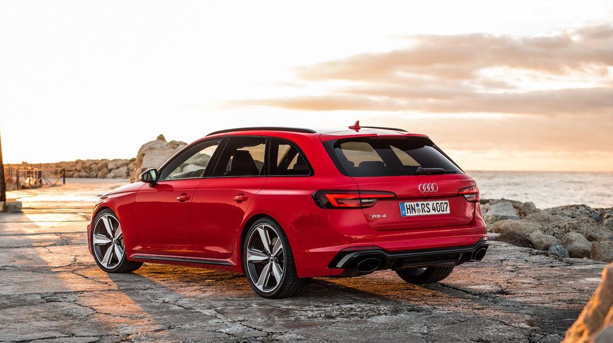 Audi RS4 Avant сзади