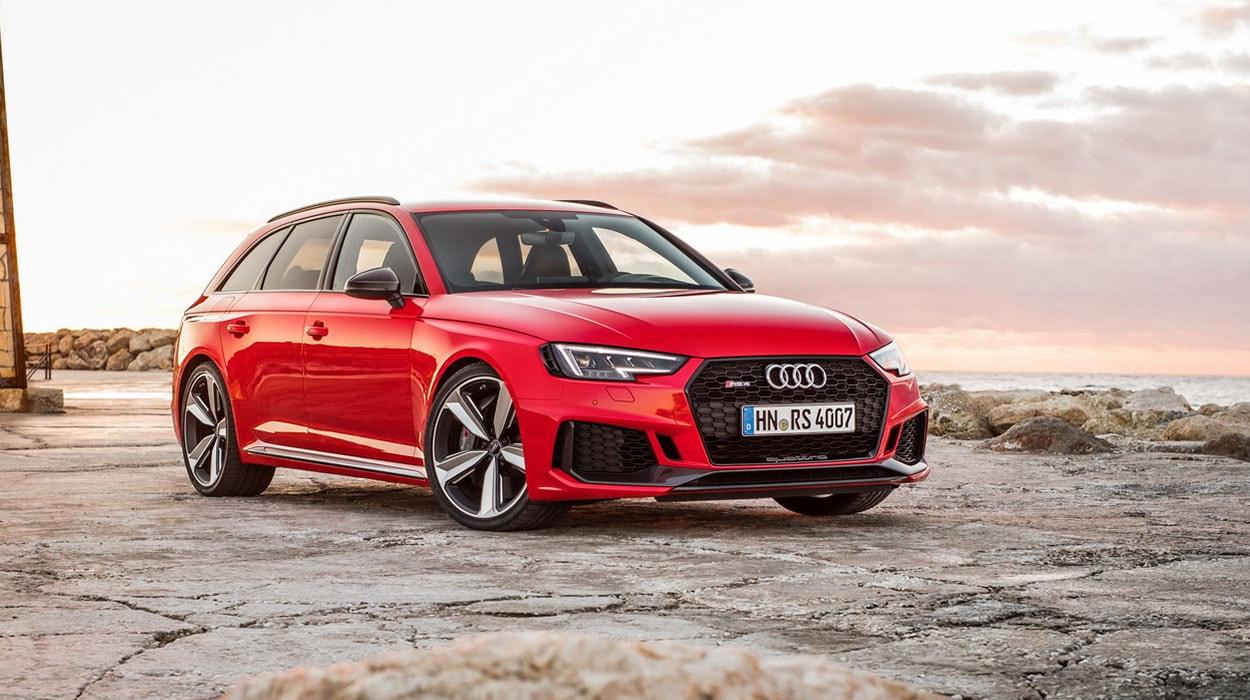 Audi RS4 Avant вид спереди