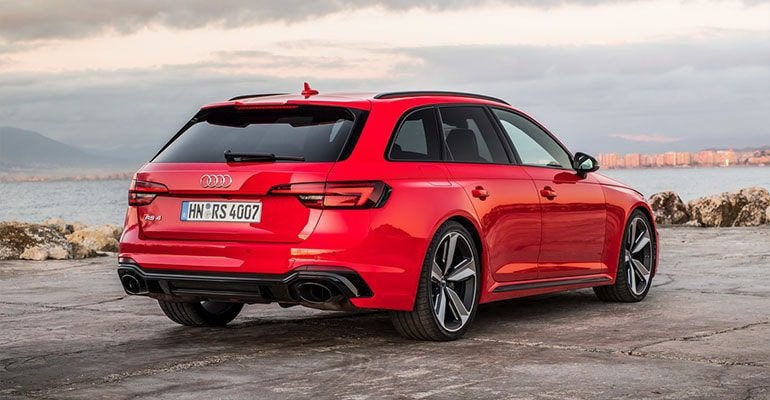 Audi RS4 Avant вид сзади