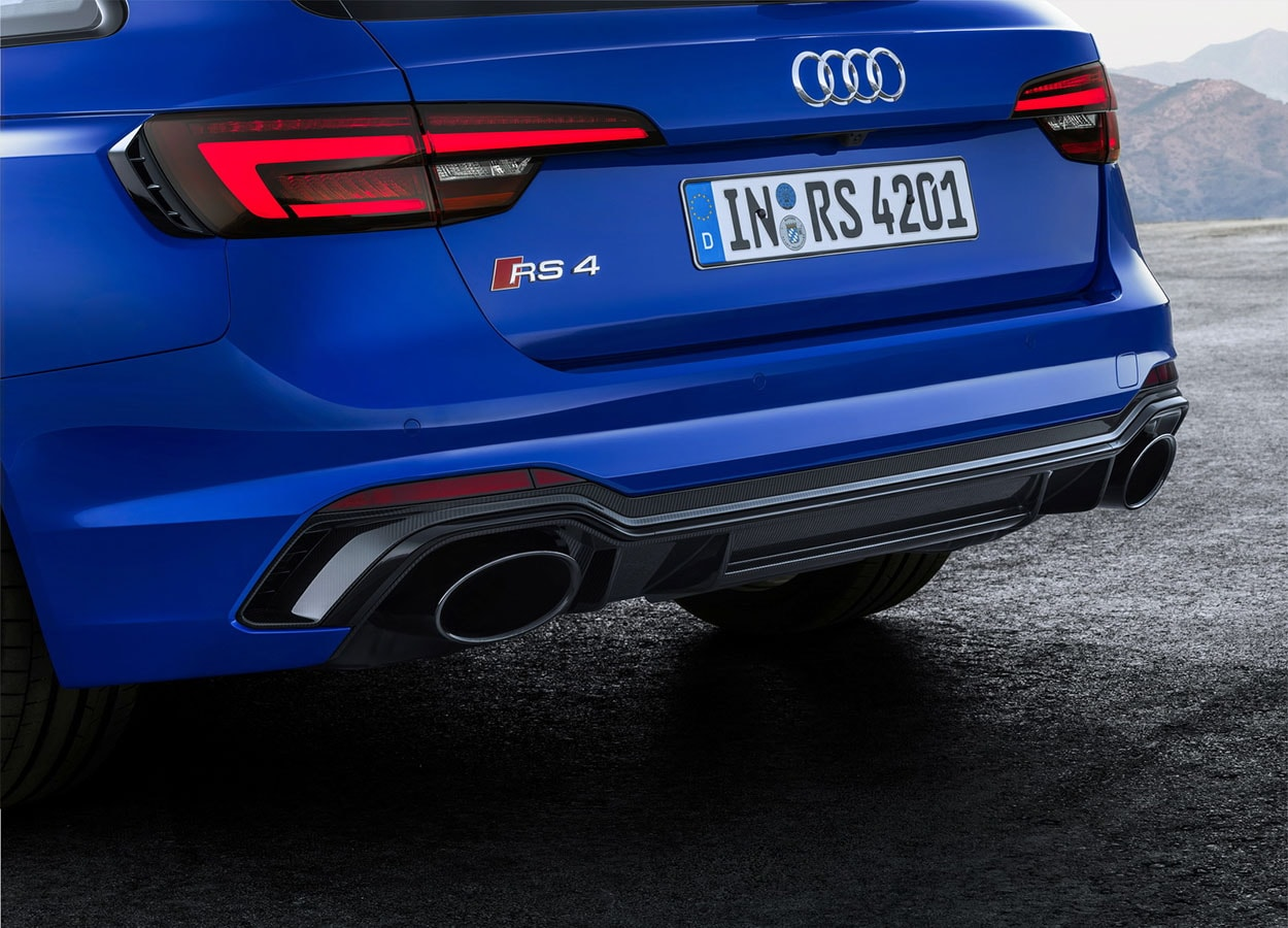 Audi RS4 Avant задний бампер