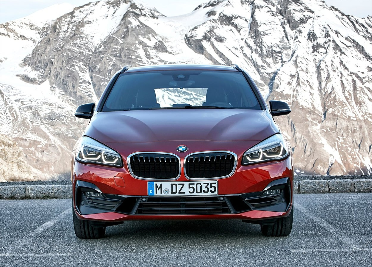 BMW 2-Series Active фото вид спереди