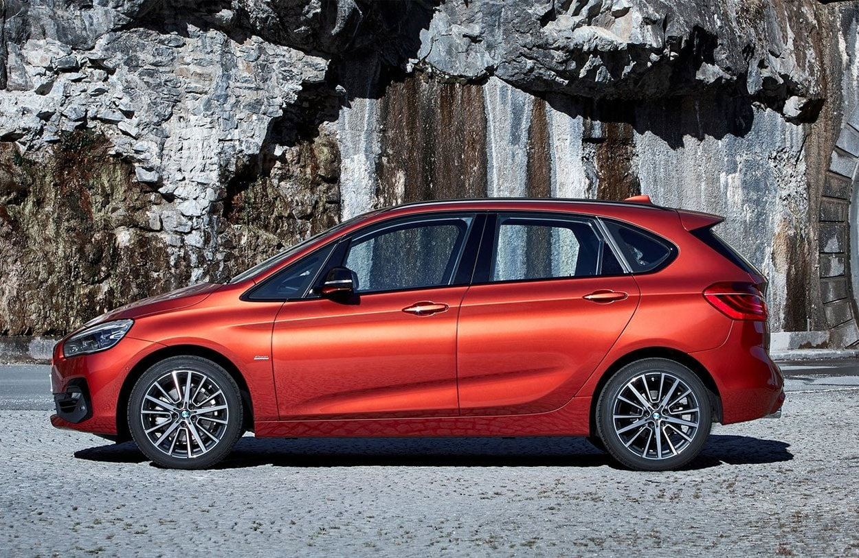 BMW 2-Series Active фото вид сбоку