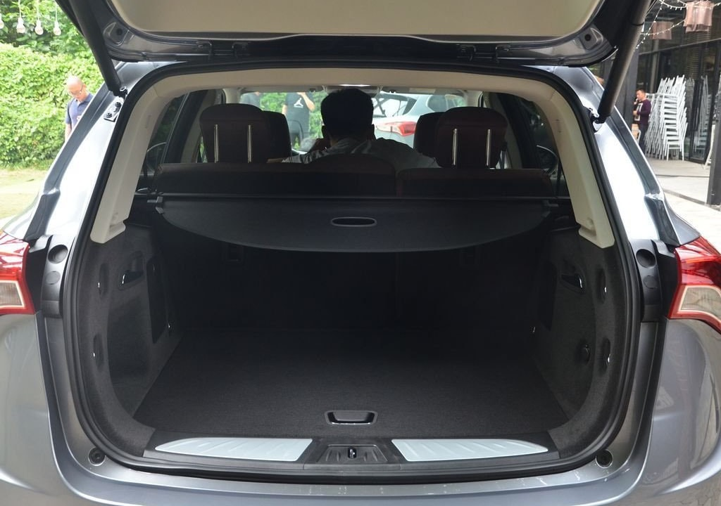 Buick Envision фото багажник