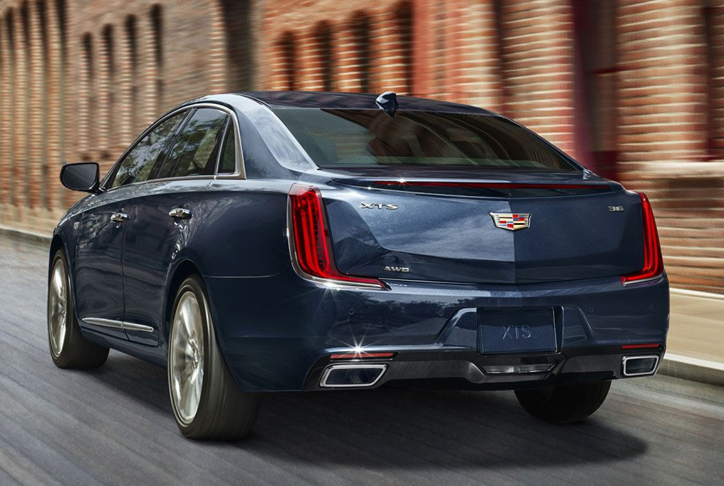 Cadillac XTS вид сзади