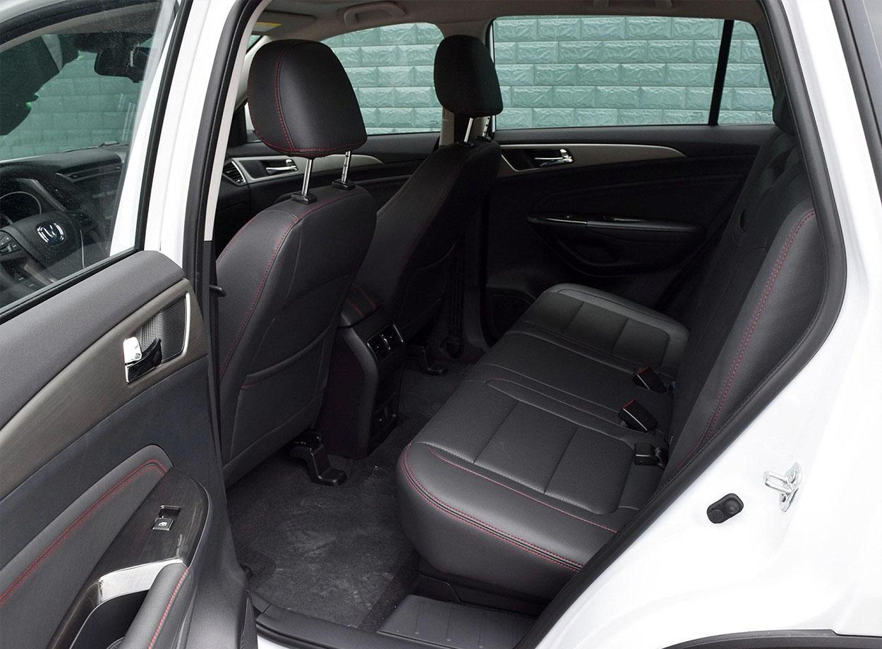 Changan CS75 фото задних сидений