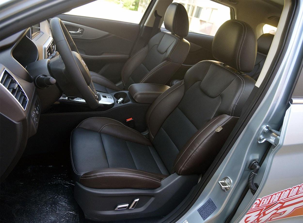 Dongfeng S560 фото передние сидения