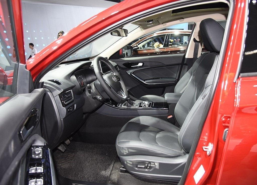 FAW Senya R9 передние сидения
