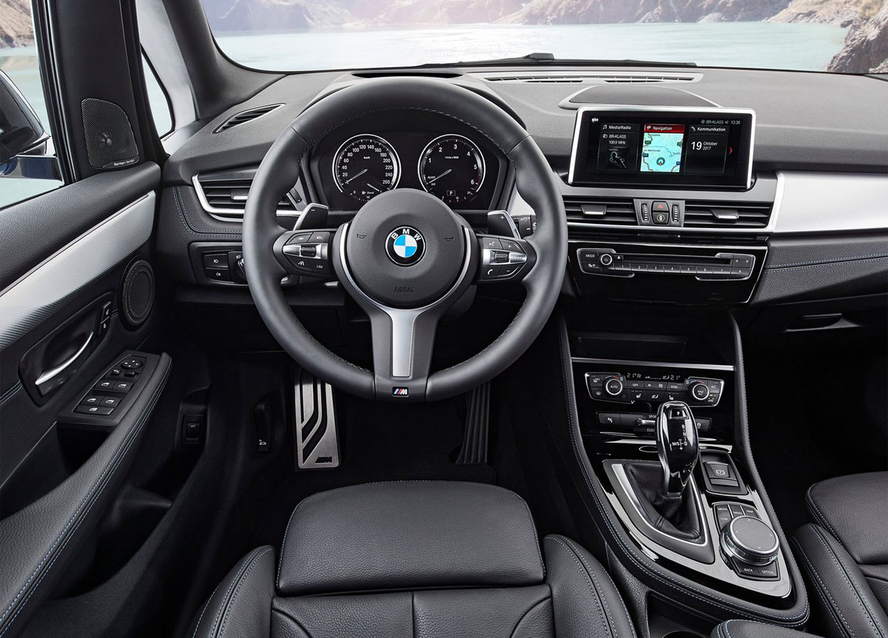 BMW 2-Series Active и Gran Tourer фото панели управления и руля