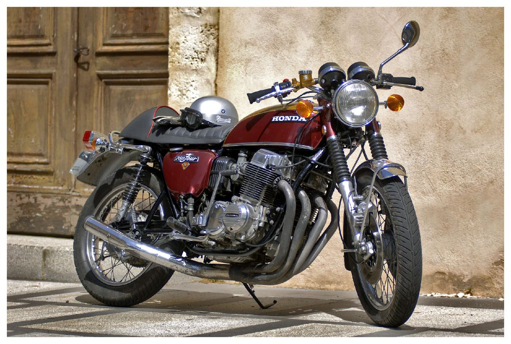 Honda CB750 спереди