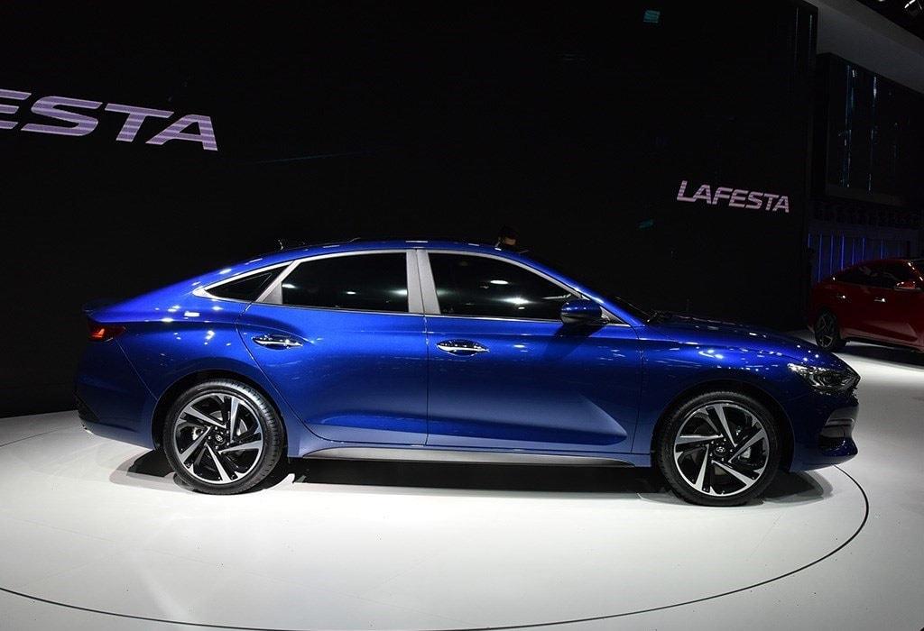 Hyundai Lafesta фото сбоку