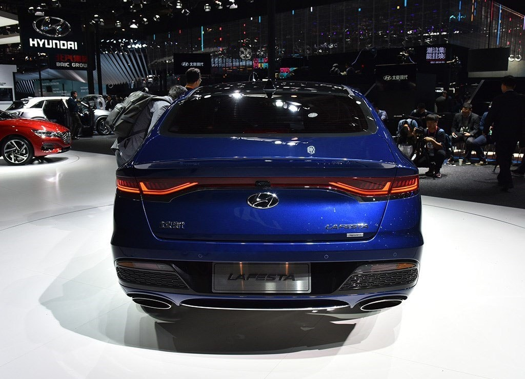 Hyundai Lafesta фото вид сзади