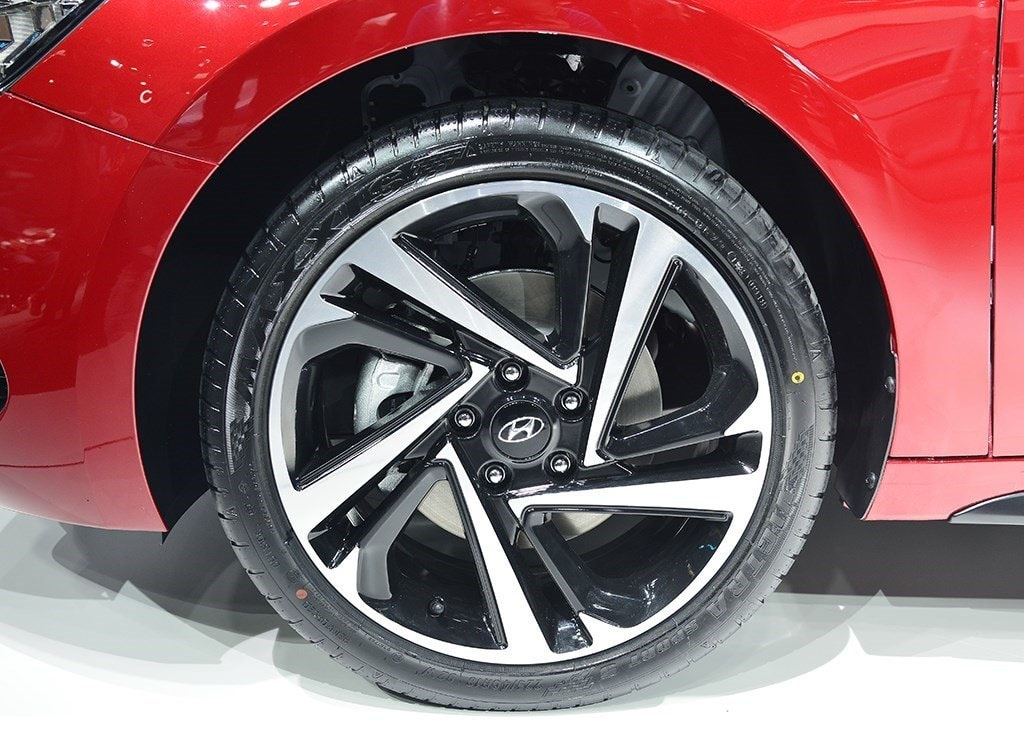 Hyundai Lafesta колёса детали кузова
