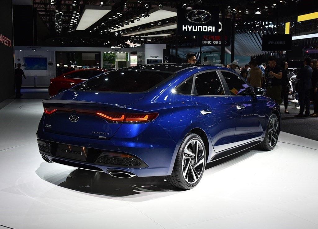 Hyundai Lafesta сзади