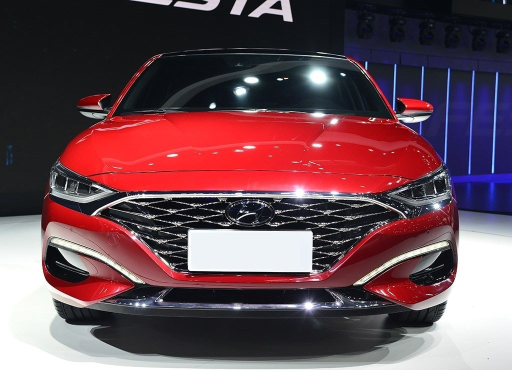 Hyundai Lafesta вид спереди