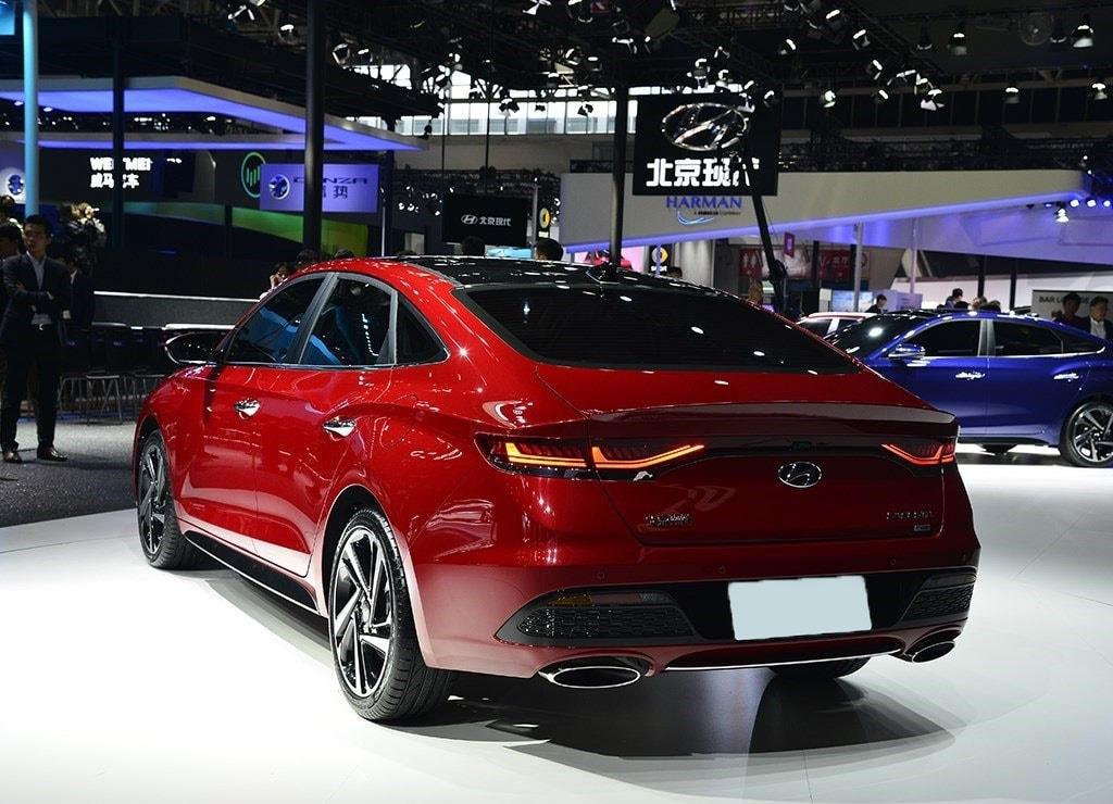 Hyundai Lafesta вид сзад