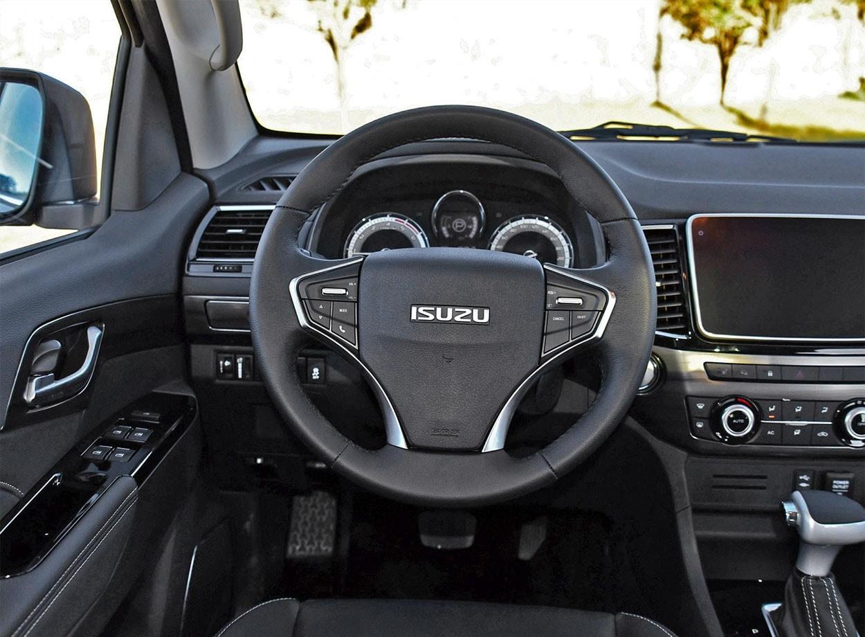 ISUZU Mu-X фото руль
