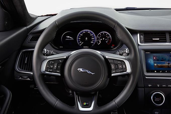 Jaguar E-Pace руль