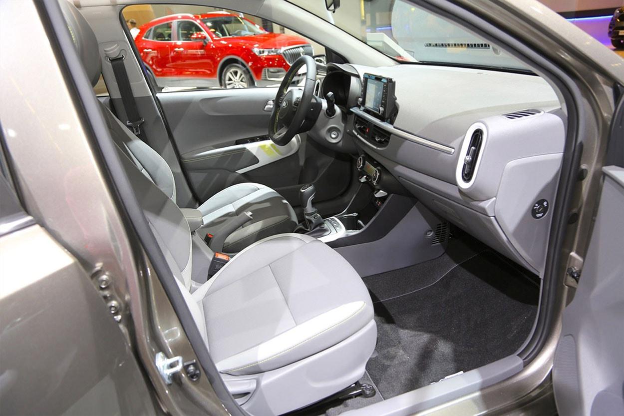 Kia Picanto X-Line фото передних сидений салона
