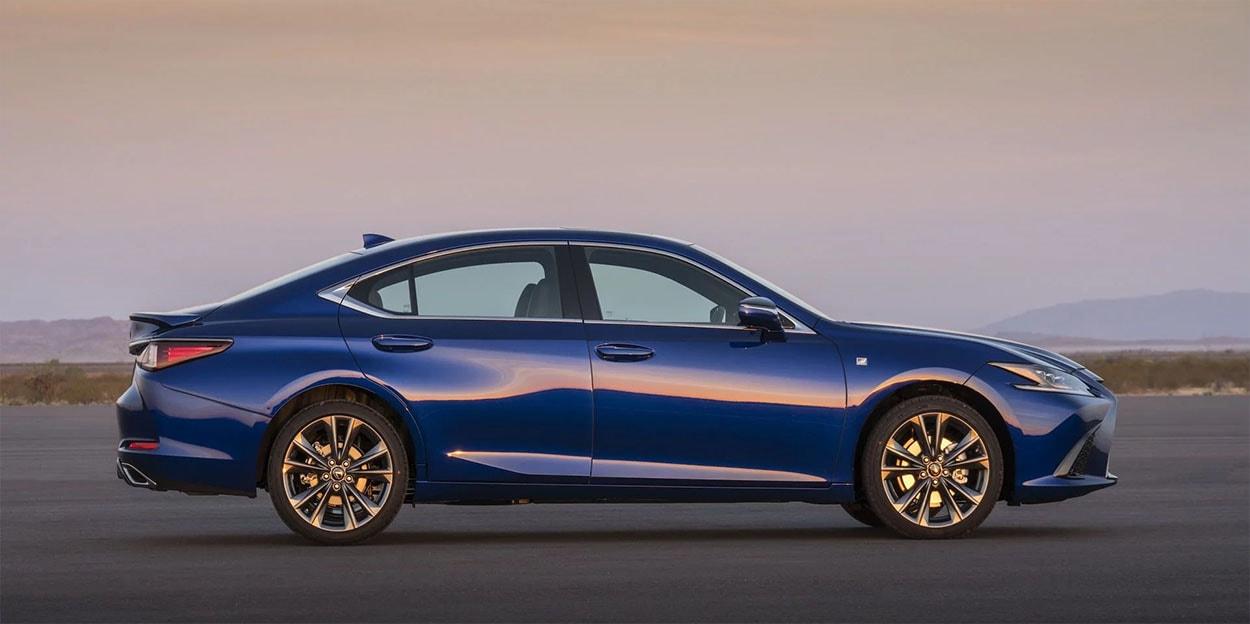 Lexus ES фото сбоку
