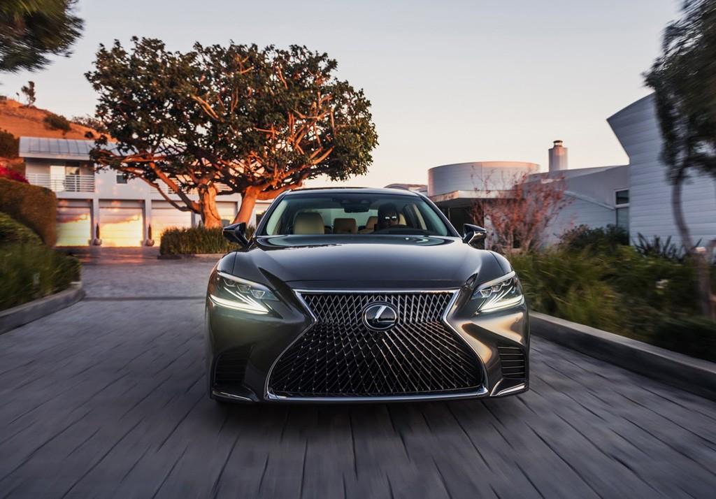 Lexus LC 500 2017 2018 фото вид спереди