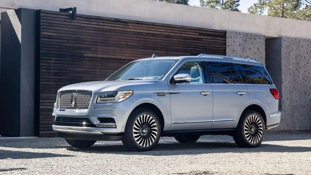 Lincoln Navigator Long вид сбоку