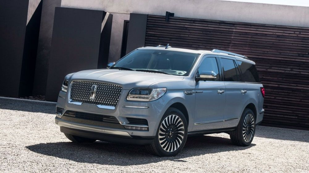 Lincoln Navigator Long вид спереди