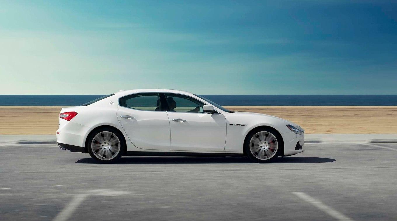 Maserati Ghibli 2017 сбоку