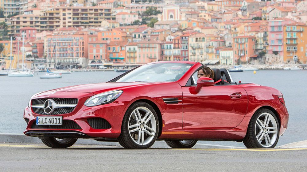 Mazda против Mercedes вид спереди