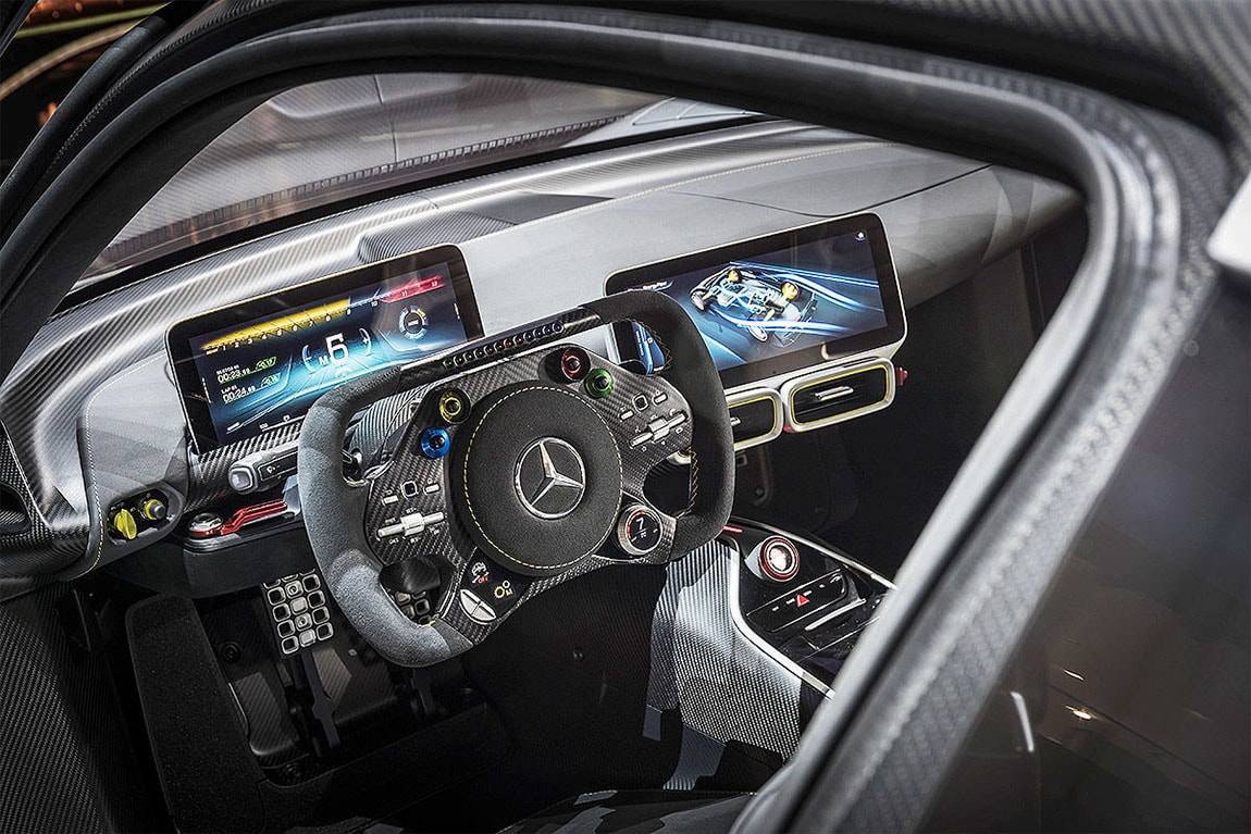 Mercedes-AMG Project One мультимедиа