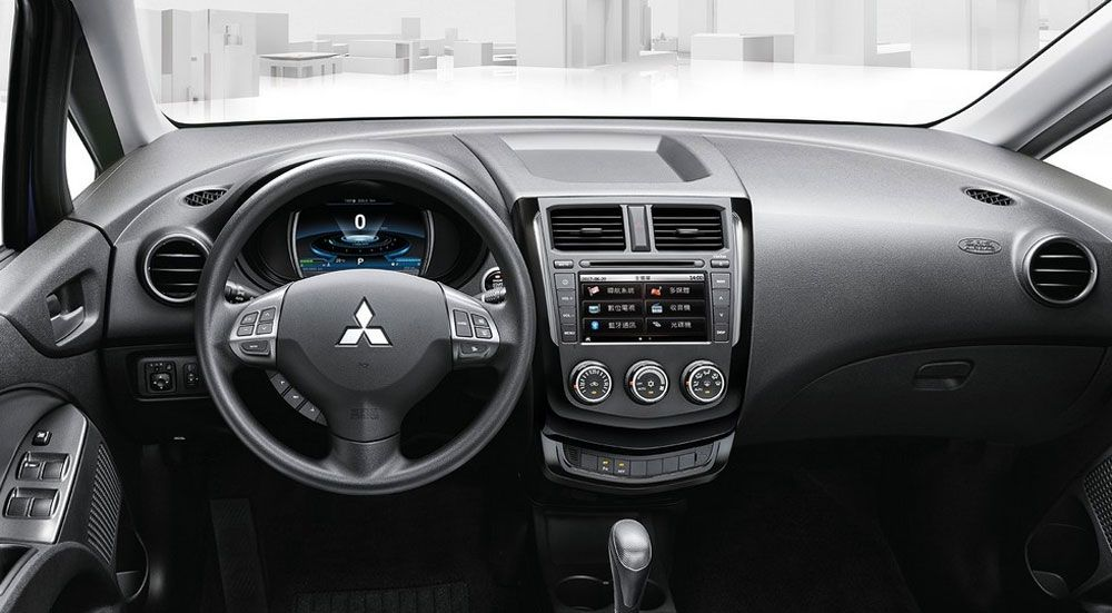 Mitsubishi Colt Plus 2017 салон
