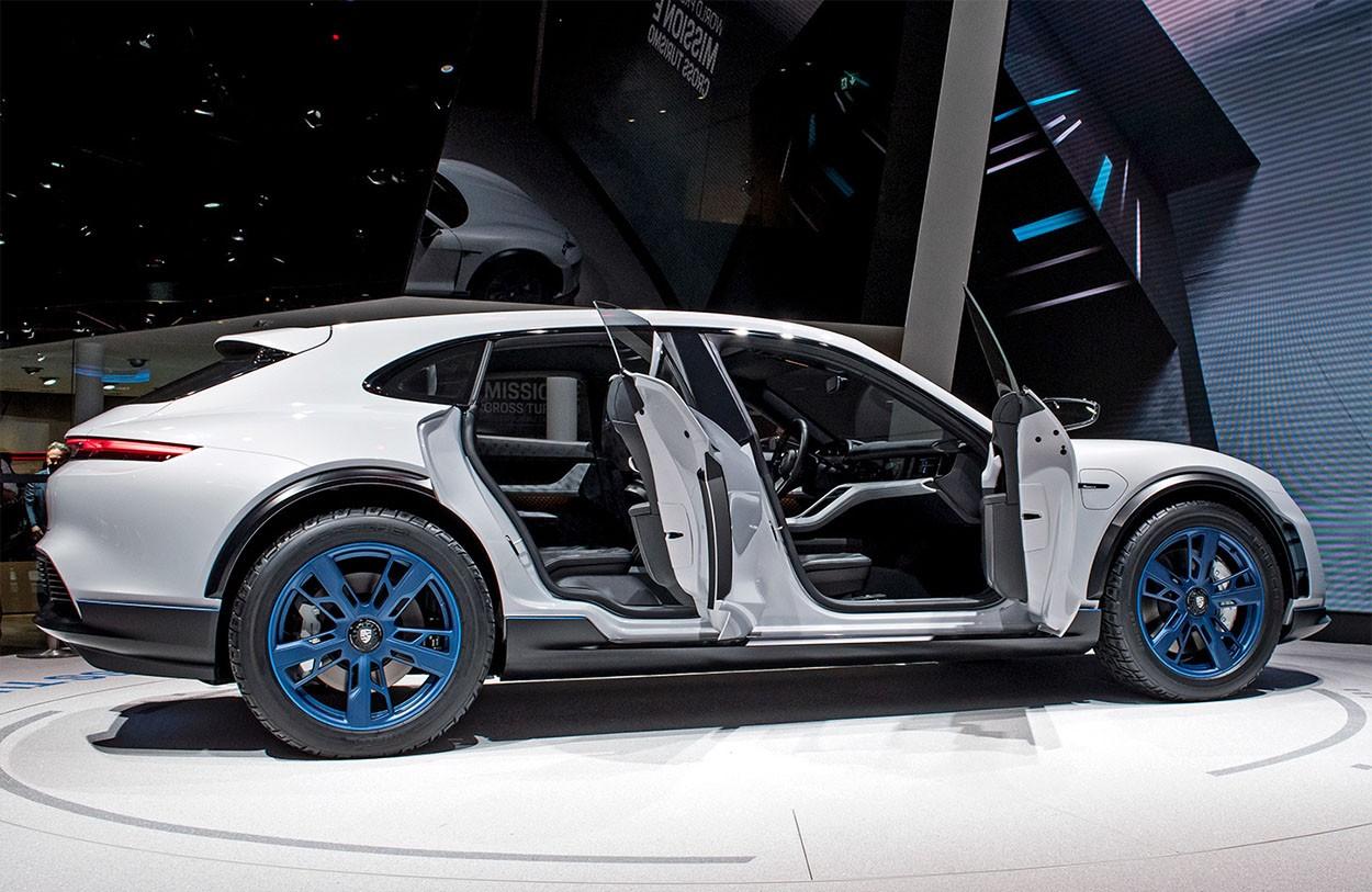 Porsche Mission E Cross Turismo Concept фото вид сбоку