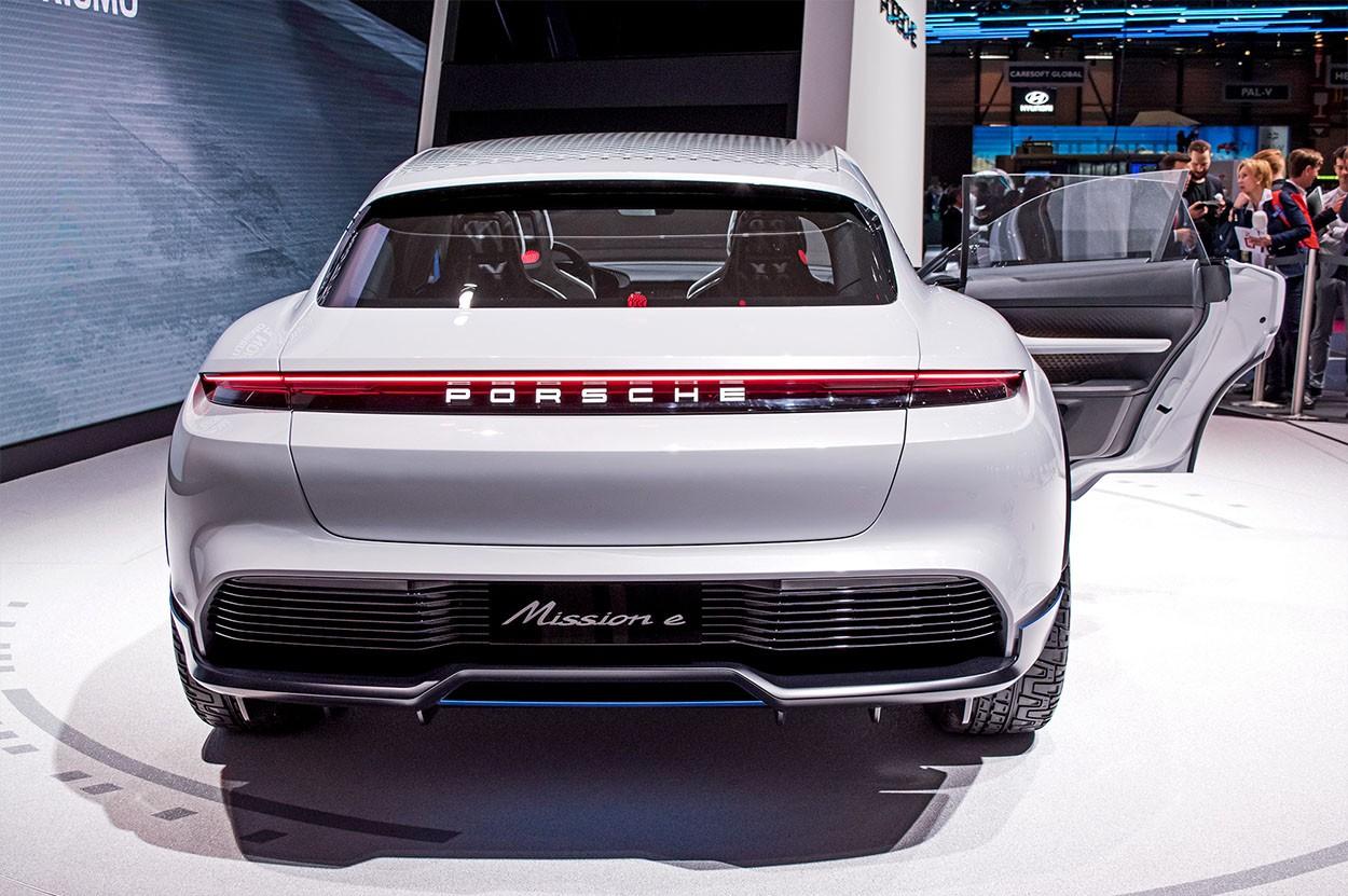 Porsche Mission E Cross Turismo Concept фото вид сзади