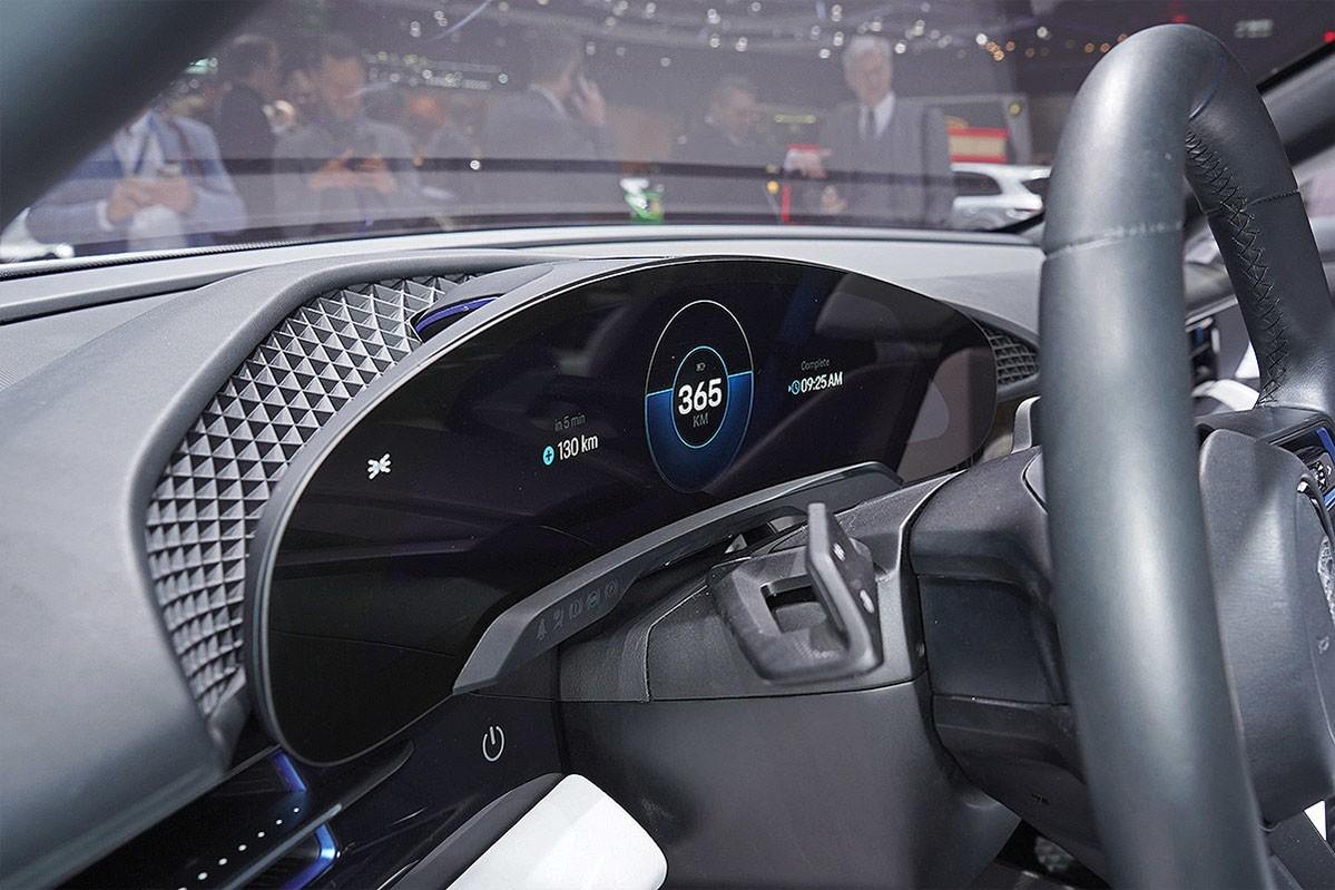 Porsche Mission E Cross Turismo Concept панель приборов