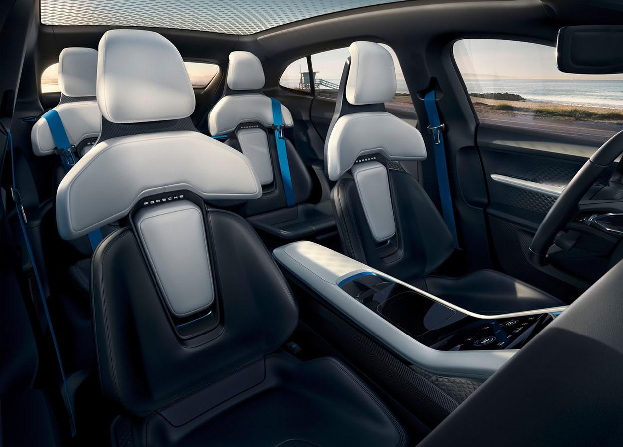 Porsche Mission E Cross Turismo Concept передние сидения