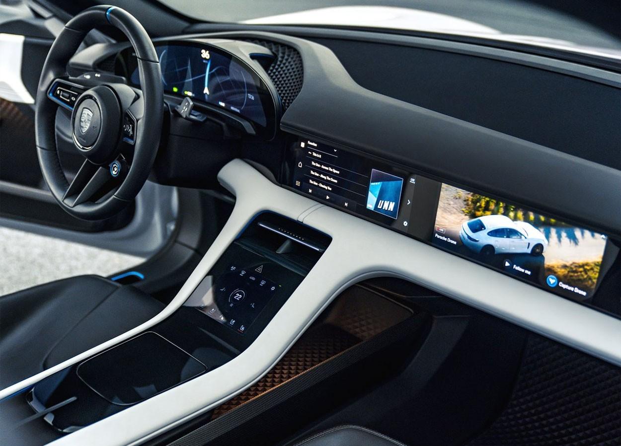 Porsche Mission E Cross Turismo Concept приборная панель