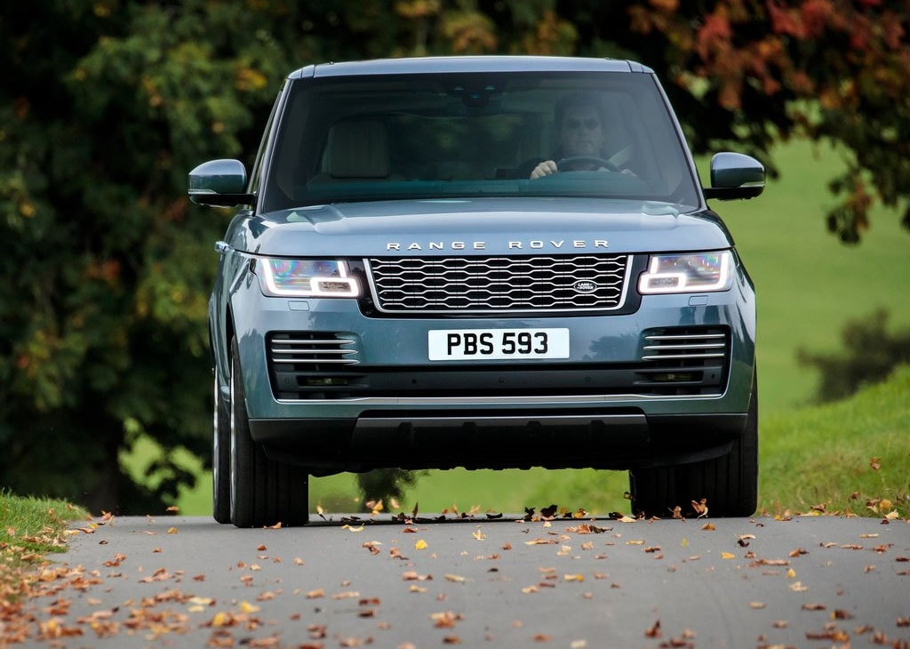 Range Rover 2018 фото вид спереди