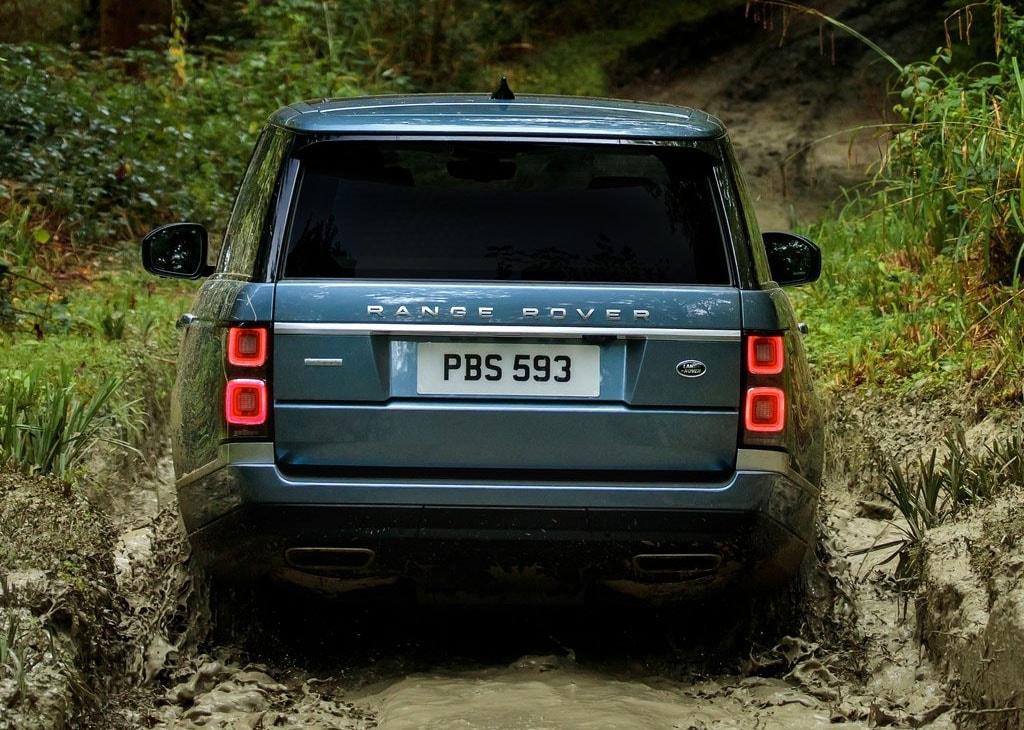 Range Rover 2018 фото вид сзади