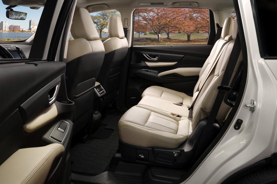 Subaru Ascent фото задние сиденья