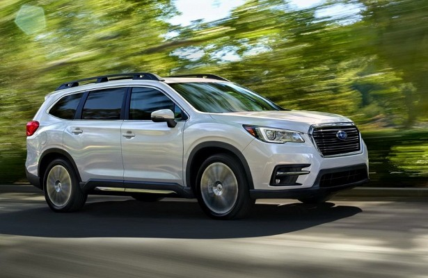 Subaru Ascent вид сбоку фото