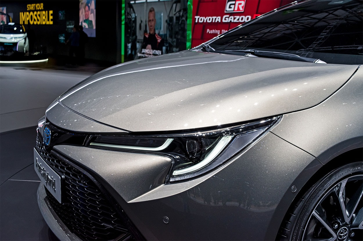 Toyota Auris 3 фары