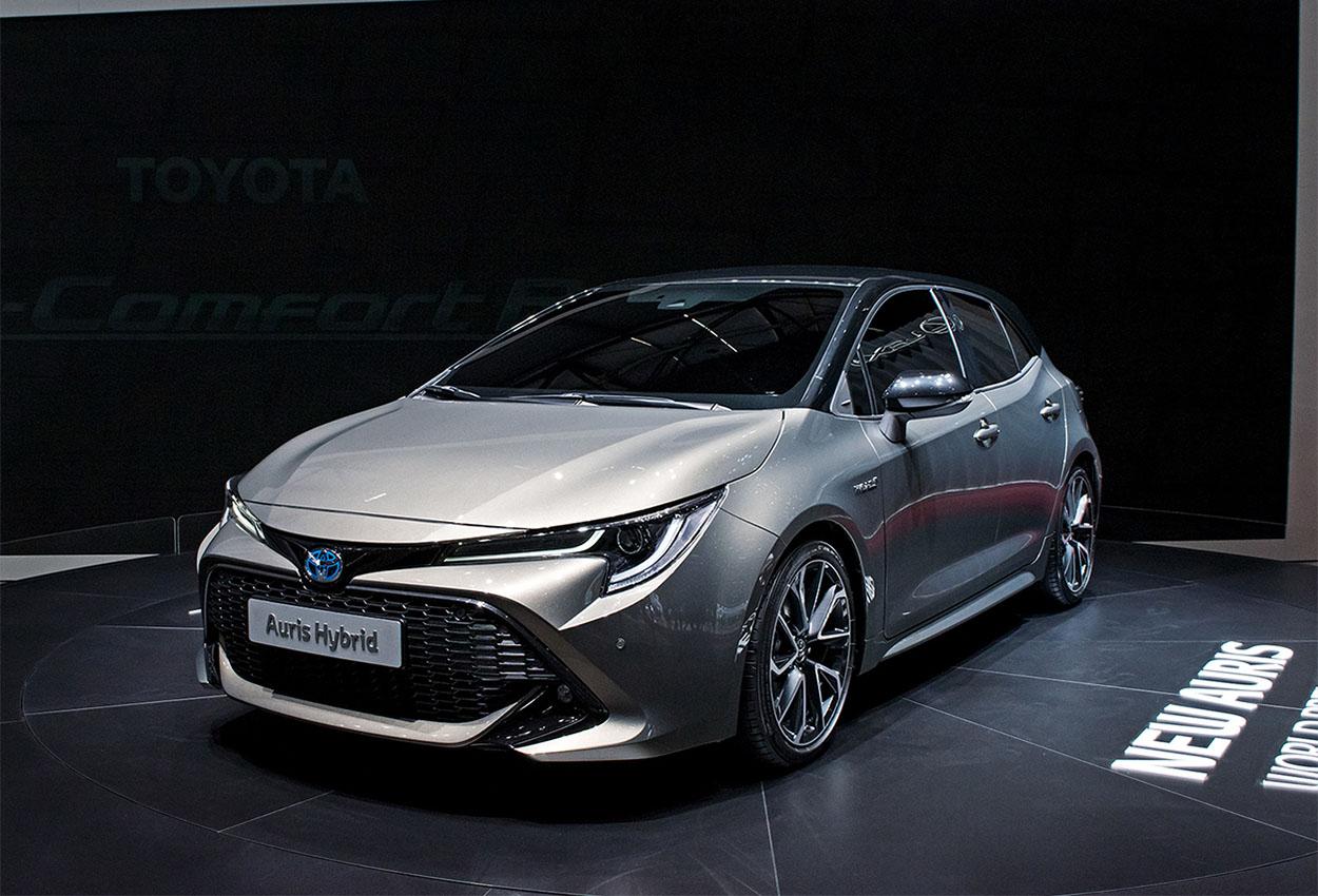 Toyota Auris 3 фото спереди