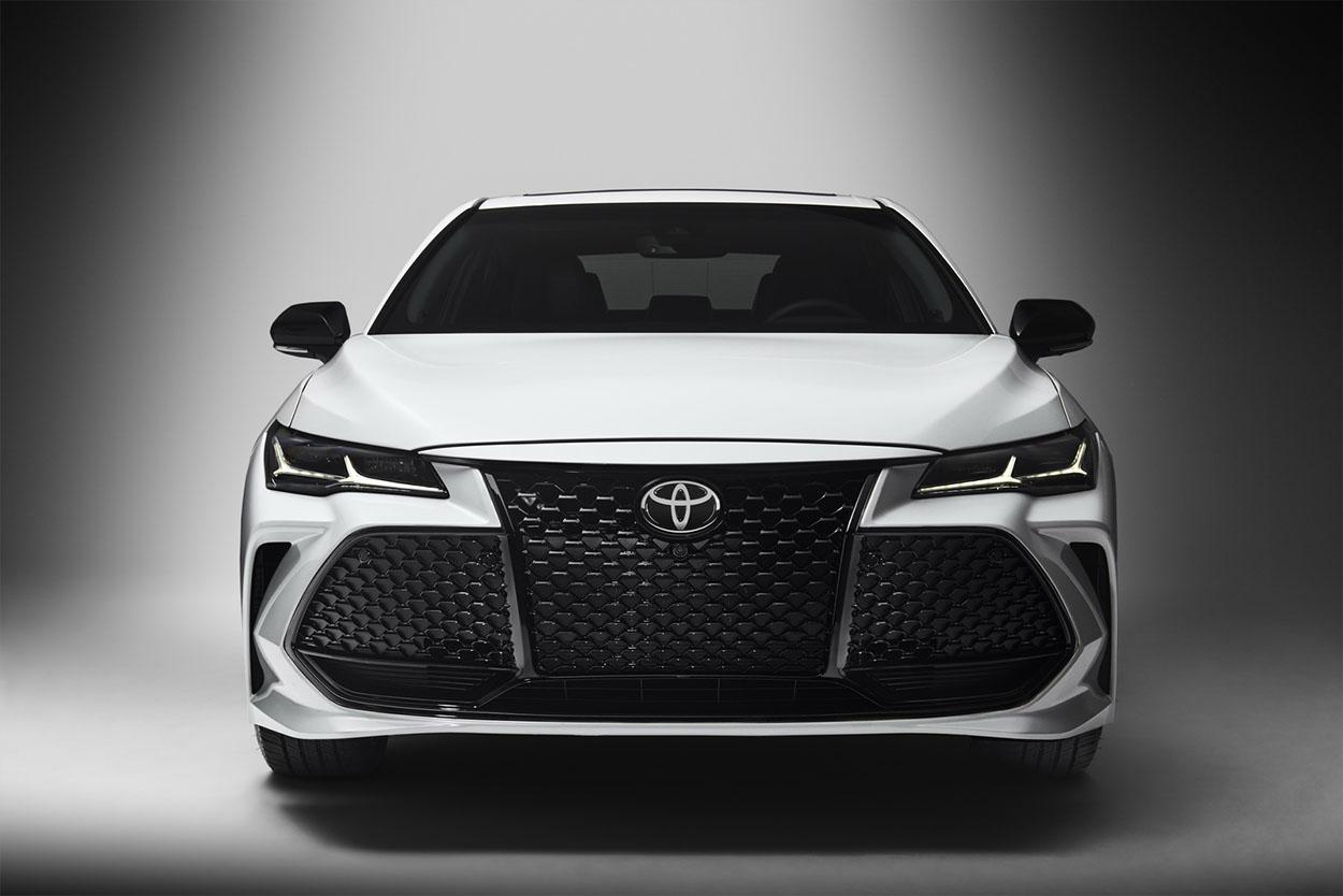Toyota Avalon фото спереди