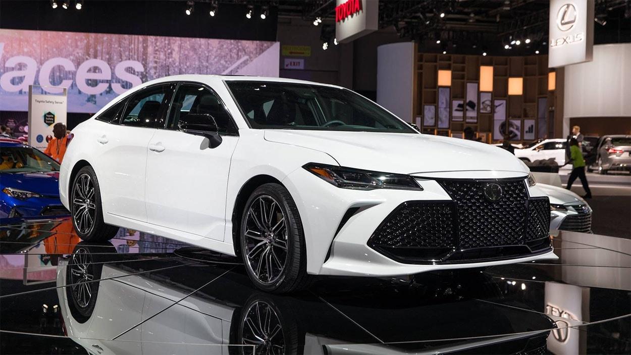 Toyota Avalon спереди