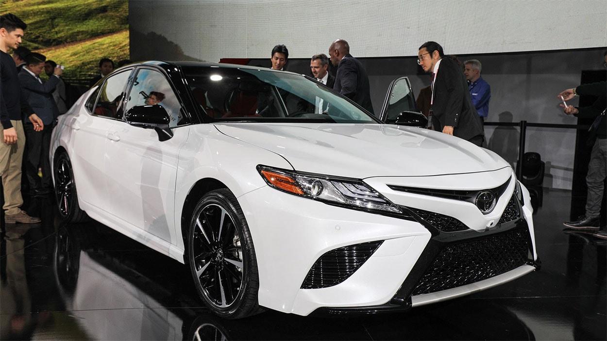 Toyota Camry 2018 фото спереди
