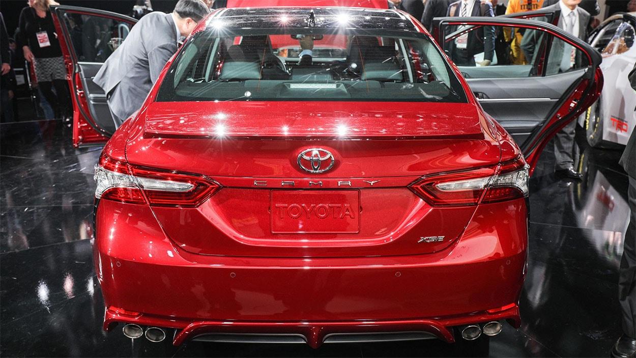 Toyota Camry 2018 фото вид сзади